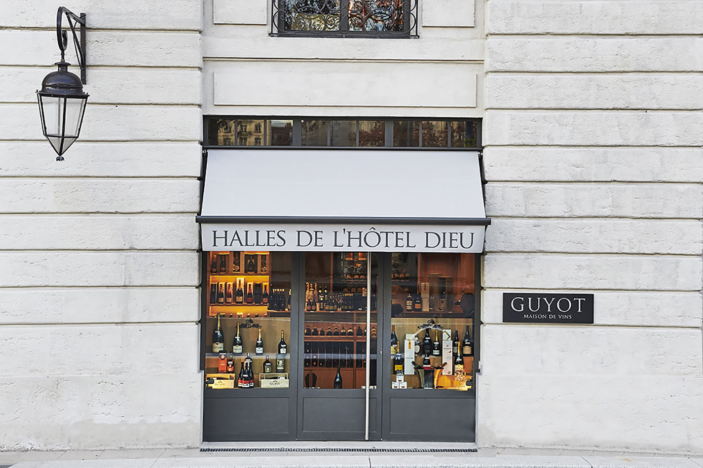pages-guyot-vins-caves-lyon-hotel-dieu.jpg